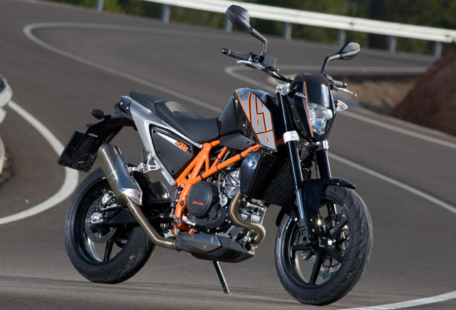 ktm 690 il a essayer Ktm-690-duke-2012-face
